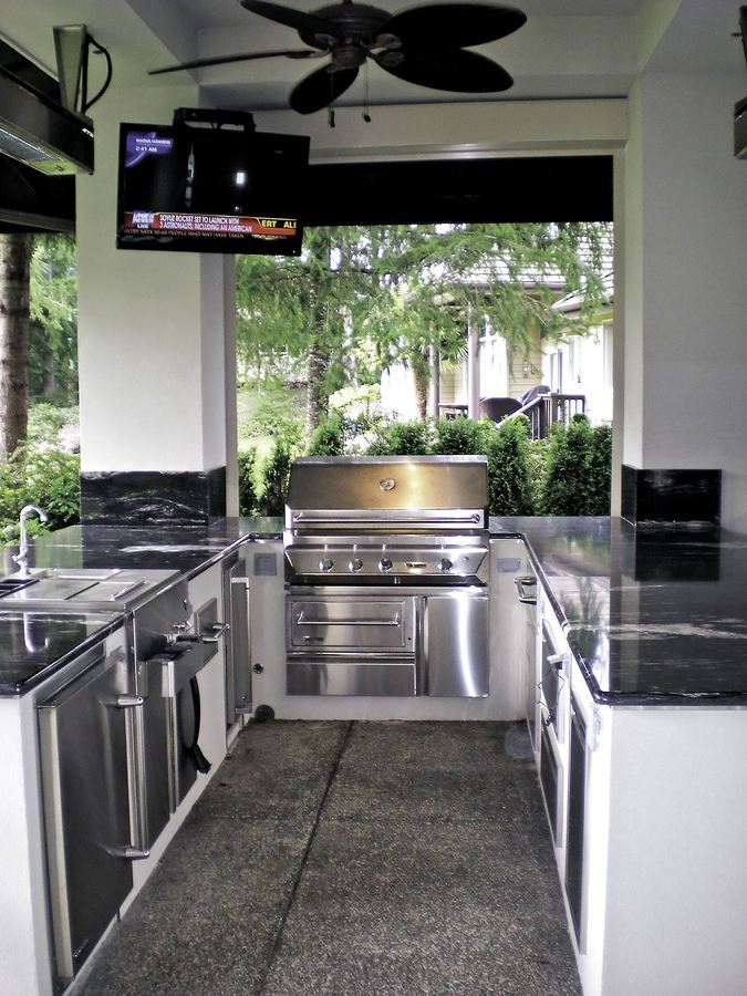 Wshg net an outdoor kitchen paradise for the king of the grill food entertainment may - Wonderful kitchen layout plans for totally comfortable cooking time ...