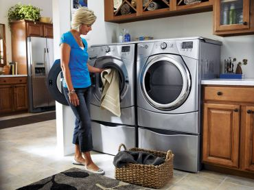 Whirlpool Duet model No. 9250WL/WGD95OWL is a high-capacity set with pedestals for ergonomic loading and unloading. Pedestals double as storage drawers for laundry soap, fabric softener, etc.