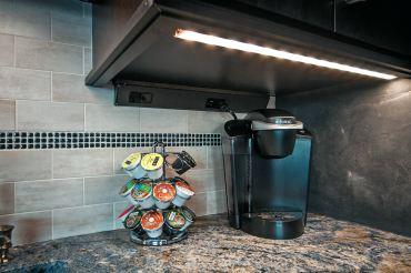 Sempria under-cabinet lighting. (Photo courtesy Task Lighting)