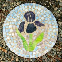 Looking for a fabulous garden project to spur your creativity and add personality to your yard? Making stepping stones is an easy way to accomplish both. The following instructions will walk you through everything you need to know and all the materials needed to complete this fun project at home.