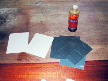 All you need for restoring the teak: sanding paper, oil and a cloth.