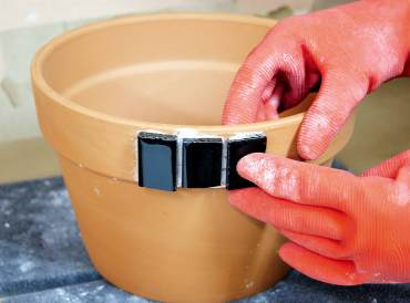 Mosaic Flower Pot: Gluing the rim