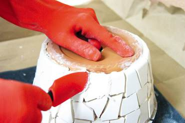 Mosaic Flower Pot: Grouting the tile