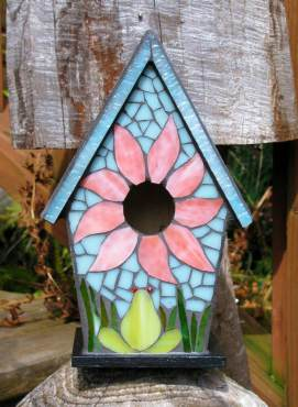 Cheerful stained-glass mosaic birdhouse. (Photo by Lisa Infante)