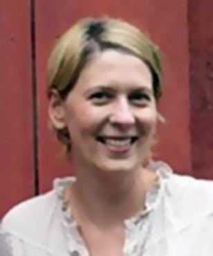 Leslee Dixon