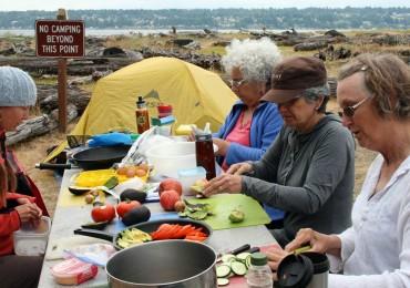 Many hands make light work preparing lunch
