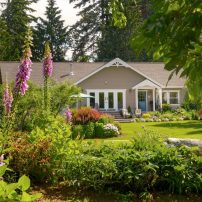 An English Country Cottage in Hansville