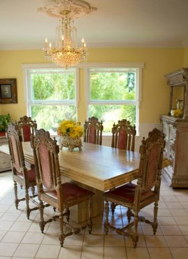 An English Country Cottage in Hansville - Dining room