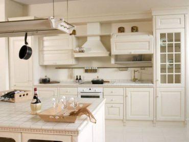 Stunning ceramic tile kitchen (Photo courtesy Kitchendesignideas.org)
