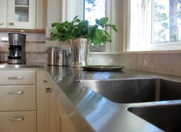 Metal countertop (Photo courtesy Kitchendesignideas.org)