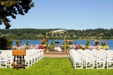 Lawn and view at Kiana Lodge <em>(Photo courtesy Kiana Lodge)