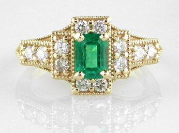 Diamonds and an emerald in 18k yellow gold