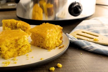 slow cooker cheesy cornbread