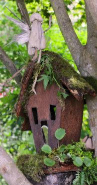 Rust never sleeps, even in birdhouses. This charming birdhouse is art and not suitable for aviary housing.
