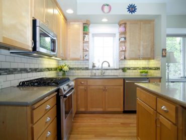 """A dark green grout makes these off-white subway """"pop."""""""