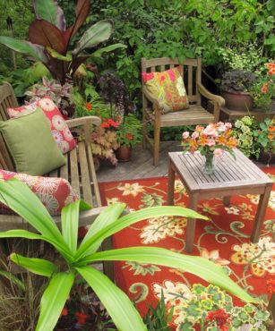 A wonderful blend of foliage, flower and textile colors
