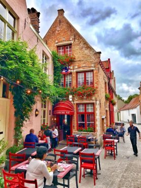 Popular restaurant in beautiful setting, De Vlaamsche Pot
