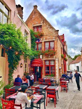 Popular restaurant in beautiful setting, De Vlaamsche Pot