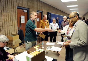 Ray Koelling passing out judges' assignments