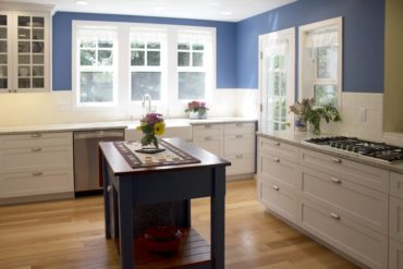 Mixing deep blue with bright white infuses a kitchen with sun-drenched light.