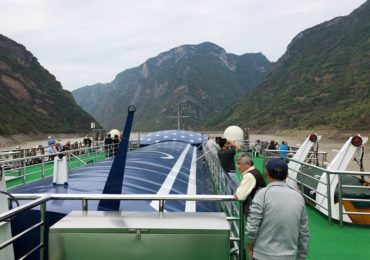 Cruising through Wu Gorge