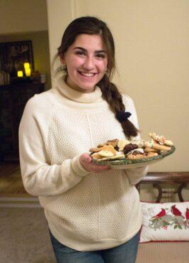 Karla Aguayo, helper