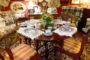 Small dinner party — the Davenports' favorite way to entertain