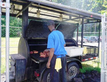Smoking Robinsons barbecue grill