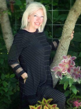 Dee Coppola in Susan Crossland's garden (Photo courtesy Winifred Whitfield)