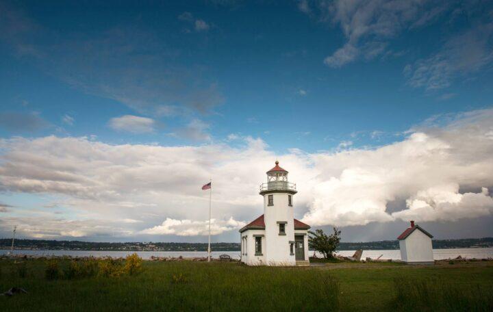 Point Robinson Lighthouse (Photo courtesy Terry Behal Photography)