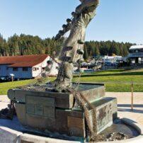 Fisherman statue by Alexandre Safonov at Skansie Brothers Park